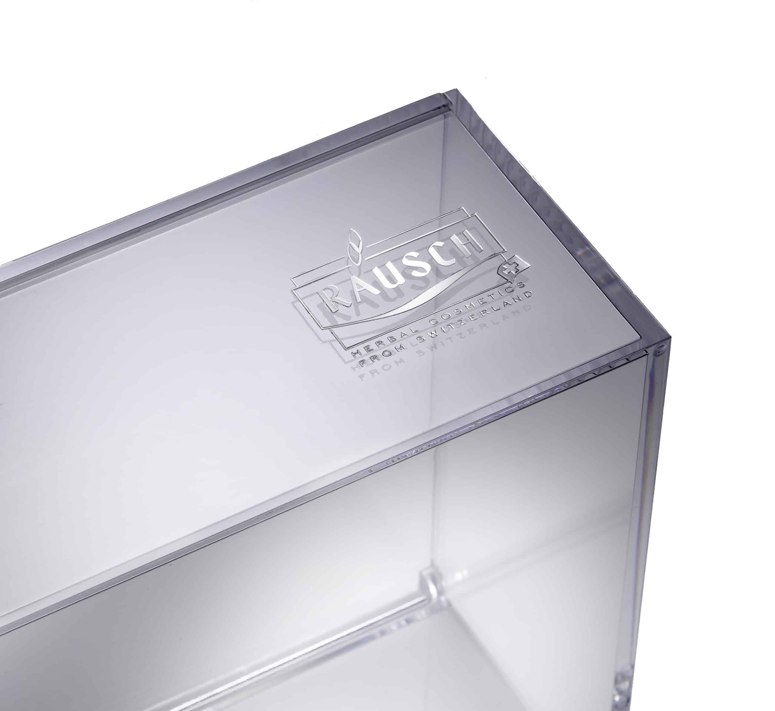 Boite transparente pour produits de beauté